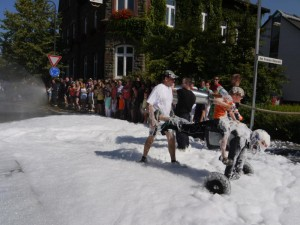 Schubkarrenrennen Morsbach_21.07.2013_019CBuchen