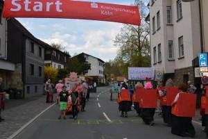 K800_Schubkarrenrennen Morsbach_26.04.2015_029FotoHJSchuh