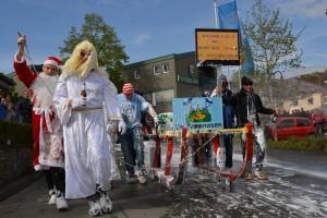 K800_Schubkarrenrennen Morsbach_26.04.2015_054FotoHJSchuh