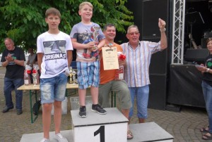 K800_Schubkarrenrennen Morsbach_24.07.2016_084FotoCBuchen